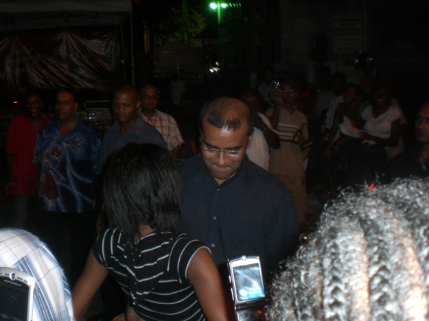 bharrat jagdeo dancing with a little girl