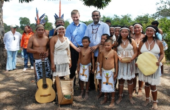 flashback to LCDS climax days - Dictator Bharrat Jagdeo and Erik Solheim exploiting amerindian children in Fairview, Guyana. fairview is within the boundaries of iwokrama